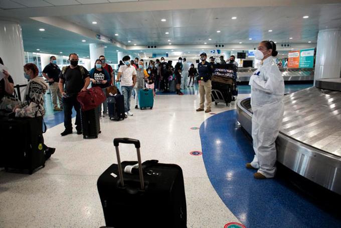 Cuba enciende las alarmas con rebrote de COVID por viajeros