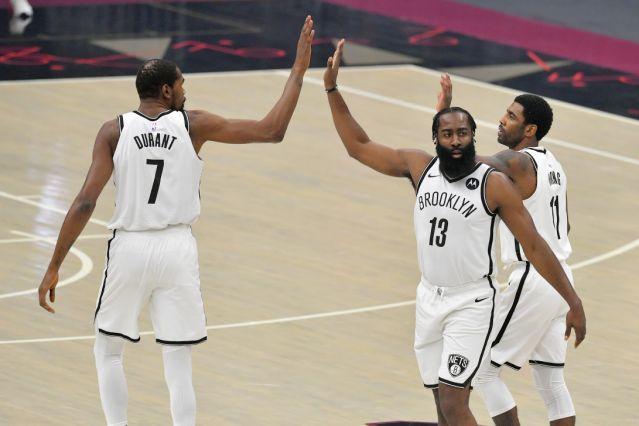 Nets pierden en el primer juego juntos de Harden, Durant e Irving