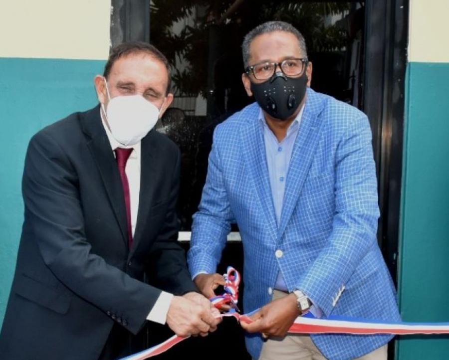 Comedores Económicos y Fundación Cruz Jiminián abren Dispensario Médico para empleados y la comunidad