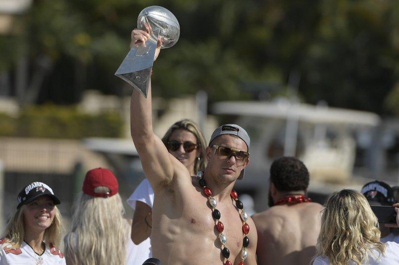 Conexión Brady-Gronk, evidente incluso en celebración