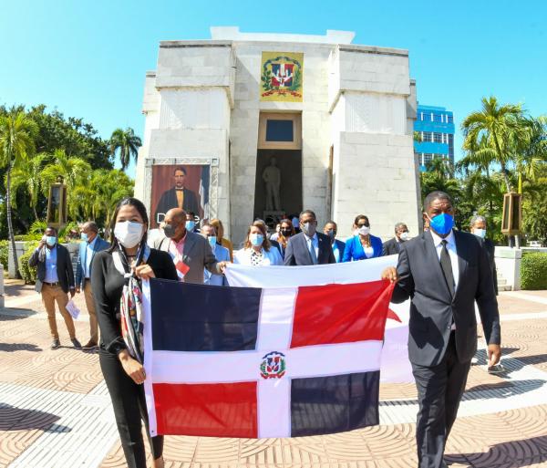 Comedores Económicos rinden tributo a los forjadores de la dominicanidad en el Mes de la Patria