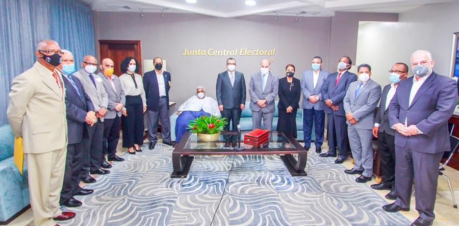 FOPPPREDOM se compromete con la JCE a trabajar para fortalecer la democracia y el sistema de partidos