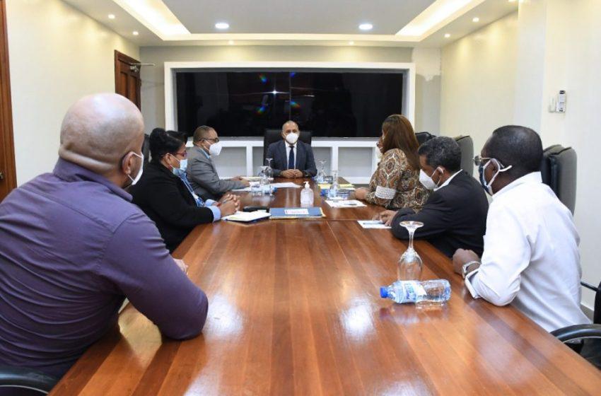 Ministro de Salud se reúne con asociaciones de profesionales Imágenes médicas para trabajar clasificación profesional