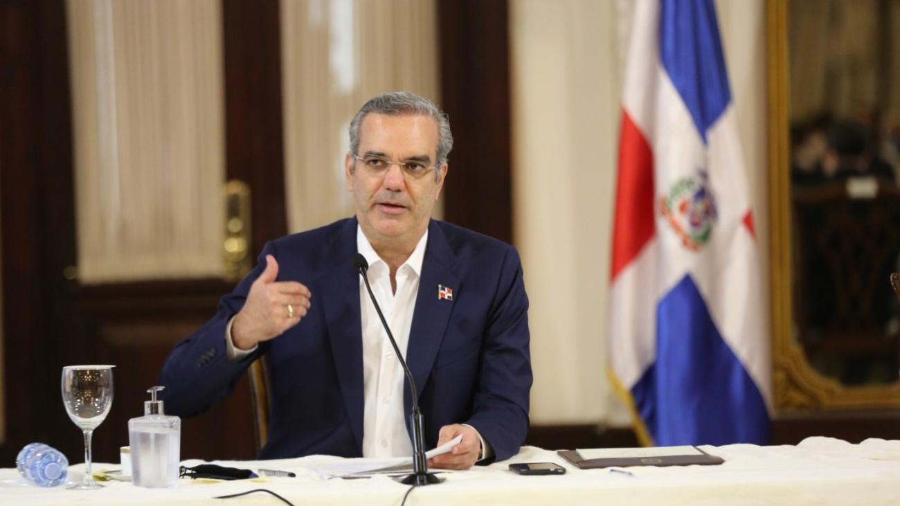"""Presidente Abinader les dice a más de 100 presidentes de juntas de vecinos: """"Está es su casa"""""""