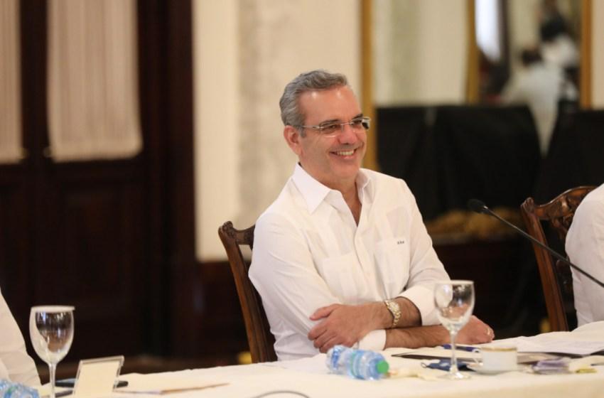 Presidente Abinader asegura soluciones para las juntas de vecinos de SDO sin importar militancia partidaria