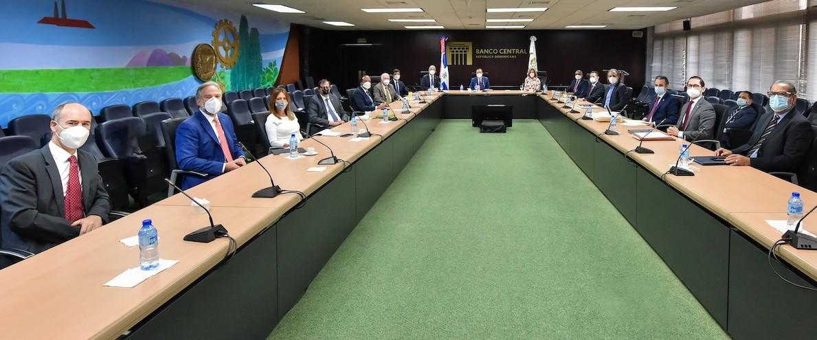 Banco Central y Superintendencia de Bancos se reúnen con ejecutivos bancarios para evaluar el impacto de la colocación de los recursos de financiación dispuestos por la Junta Monetaria