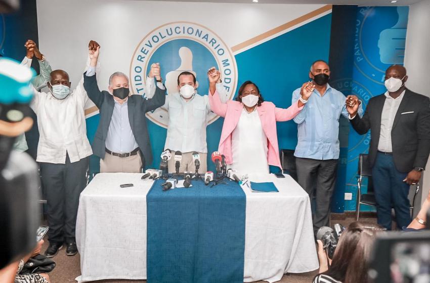 Diputada María Suárez salta del PLD y se juramenta en el PRM