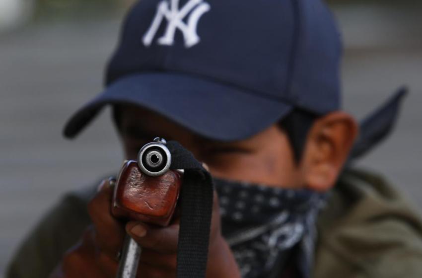 Niños con armas: postales de un México olvidado