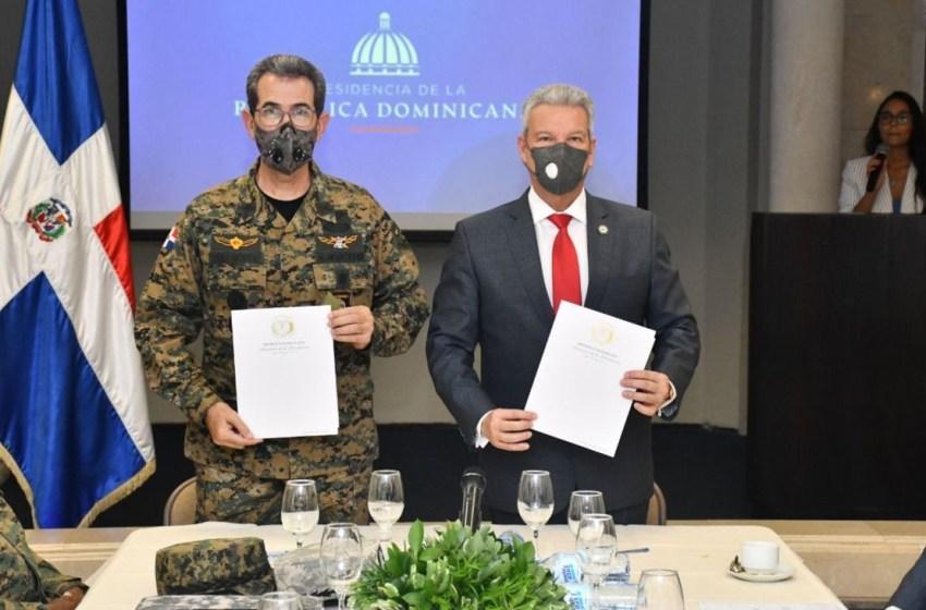 Ministerio de la Presidencia y Ministerio de Defensa firman acuerdo de colaboración para incluir militares en el Plan Nacional de Viviendas Familia Feliz