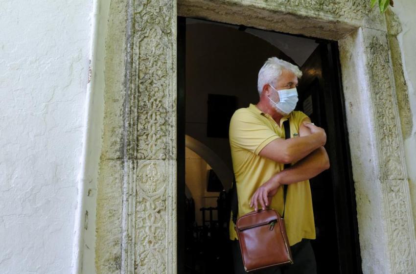 Grecia ofrece vacunas contra el COVID-19 fuera de iglesias
