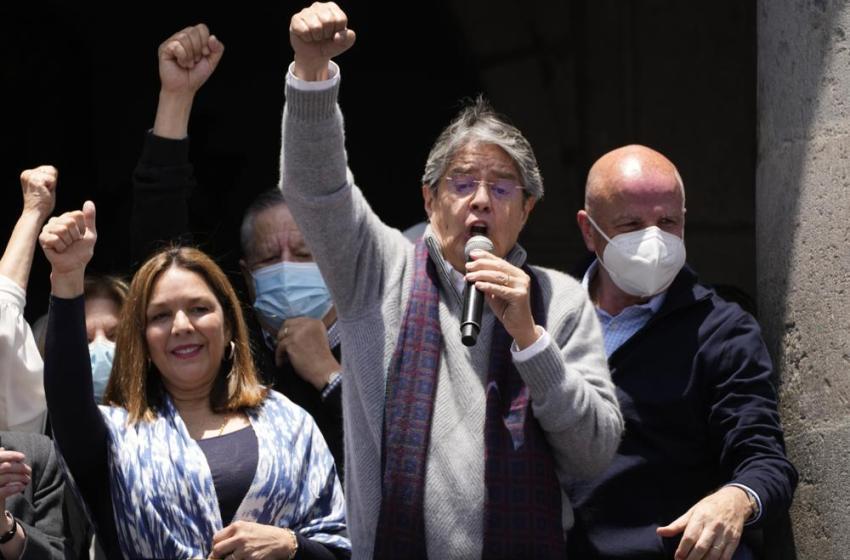 Presidente congela precio de los combustibles en Ecuador