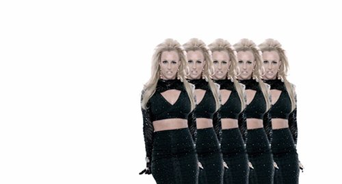 """Em várias ocasiões, Britney é mostrado """"multiplicar-se"""".  É uma forma de, simbolicamente representando ela ter múltiplas personas?"""