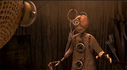 """2 é um personagem mais velho, que perdeu um olho.  Na verdade, ele diz a certa altura: """"Na verdade eu não me importo de ter um olho É mais fácil para mim, pode se concentrar em uma coisa de cada vez Você sabe...?""""  Ele é um dos muitos acenos para os sinais de um olho no filme.  Na verdade, todos os robôs do mal no filme também tem um olho."""