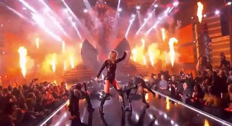 Taylor Swift, Queen of the 2018 American Music Awards