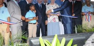 El presidente Danilo Medina encabezó la entrega de las escuelas en La Romana y San Pedro de Macorís.