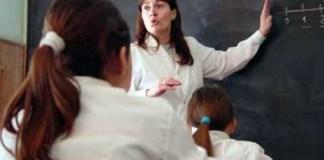 Los profesores exigen mejores condiciones de vida en su día
