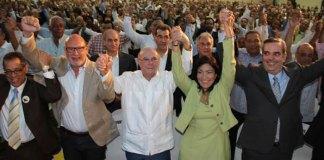 """Principales líderes de la """"Convergencia por un Mejor País"""" en el acto en que fueron presentadas las propuestas políticas de esa colectividad política."""
