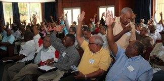 Periodistas asistentes a la Asamblea Nacional del CDP votan en apoyo a las gestiones para recuperar las áreas alquiladas de la Casa Nacional del Periodista. (Fotos: Genris García)