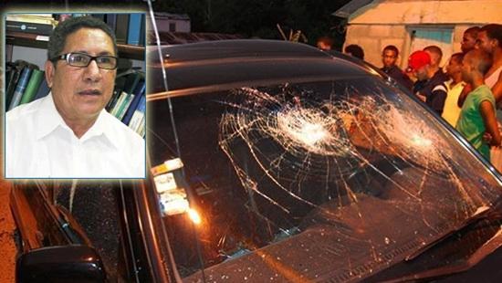 Periodista Pedro fernandez y las condiciones en que dejaron su vehículo luego de ser atacado a tiros y pedradas