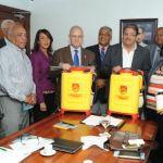 Entrega de equipos de fumigación por parte de Petronam a Salud Pública
