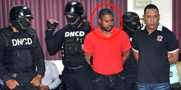 Este es el Teniente Coronel Manuel Isaac José Polanco, en momentos en que era presentado por la DNCD por su alegada complicidad en el narcotrafico en la región Este.