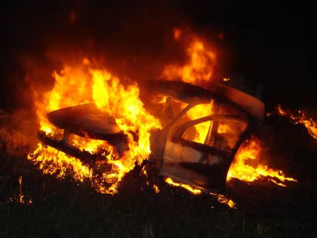 Chofer muere calcinado dentro de vehículo accidentado en la autopista Duarte