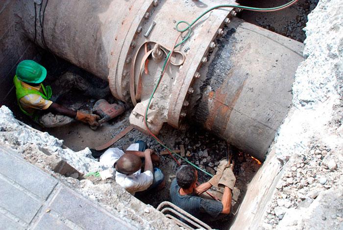 CAASD anuncia colocación de válvula dejará sin agua 10 barrios del Distrito Nacional