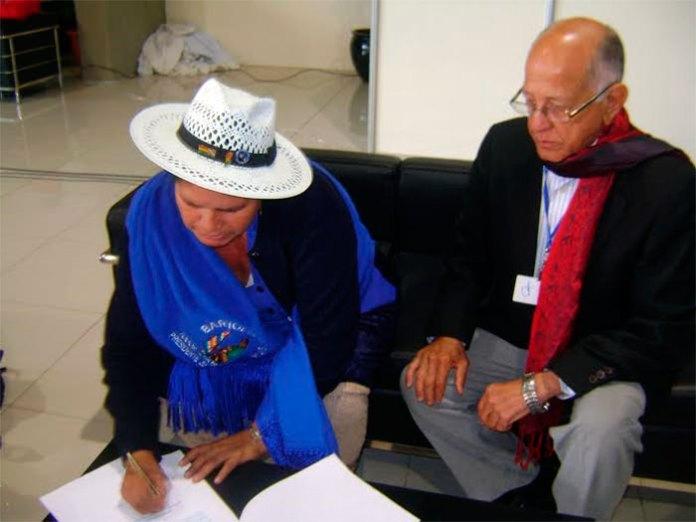 Rafael (Cucuyo) Báez Pérez, secretario de Asuntos Internacionales del PRM, y Leónidas Zurita, secretaria de Relaciones Internacionales del Partido de Gobierno de Bolivia, en el marco de la celebración del XX Encuentro del Foro de Sao Paulo, el 28 de agosto de 2014, en la Paz Bolivia.