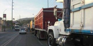 Los camiones fueron estacionados a la derecha en las principales autopistas y carreteras del país.