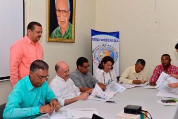 Medio Ambiente firma co manejo del Parque Nacional Luis Quinn