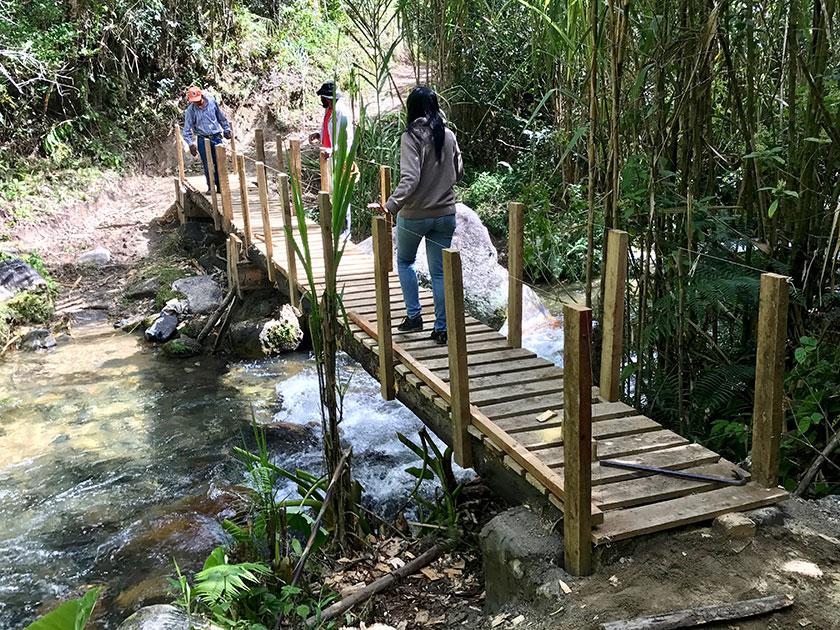 Medio Ambiente mejora senderos y seguridad al Pico Duarte