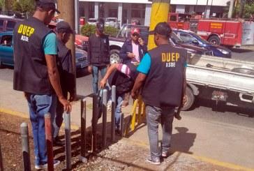 ASDE derriba pilotillos impedían libre paso peatones avenida Mella