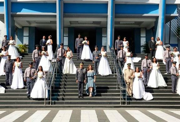 Boda colectiva de policías y sus parejas en el Palacio de la Policía