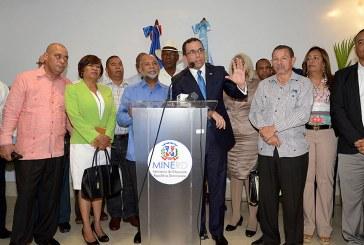Navarro dispone pago más de RD$318 MM por incentivos a maestros