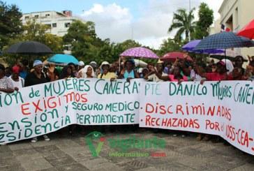 Mujeres de los bateyes exigen cédula, seguro y jubilación