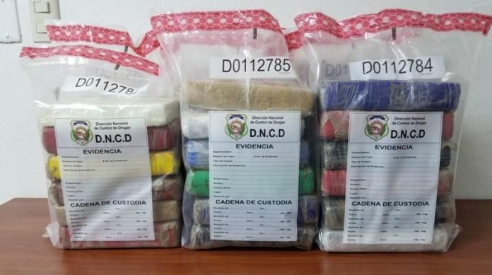 37 paquetes presumiblemente de cocaína