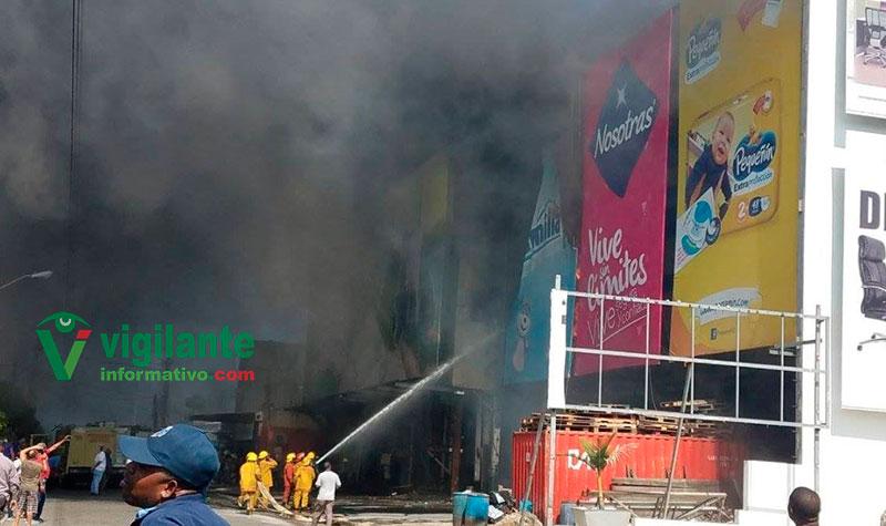 Incendio consume Casa Hermanos Jerez de la avenida Independencia
