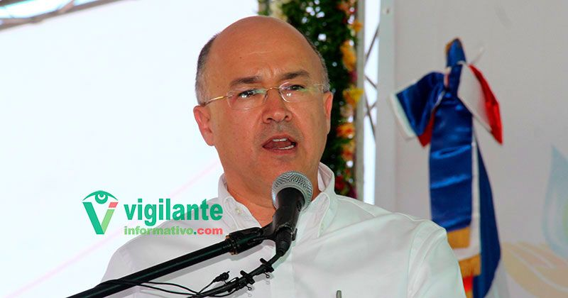 Domínguez Brito renuncia de Medio Ambiente para buscar la Presidencia