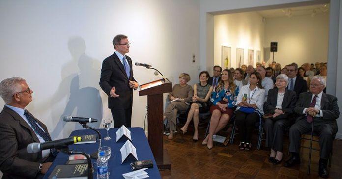 Roberto Álvarez ex embajador ante la OEA