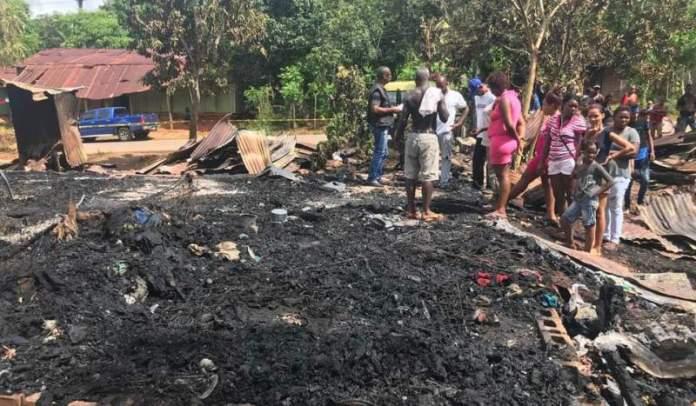 Incendio deja 20 familias
