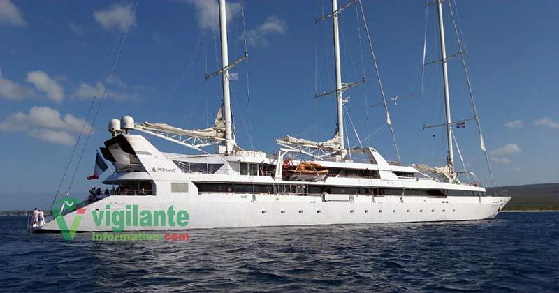 """Buque """"Le Ponant"""" con turistas franceses llega a Bahía de las Águilas"""