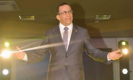 Navarro renuncia a Educación para dedicarse a su proyecto político