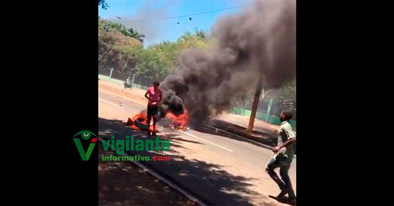 Lavadores de vehículos queman gomas en protestas por intervención ASDE