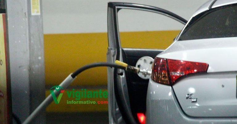 Anuncian alzas y bajas en los precios de los combustibles