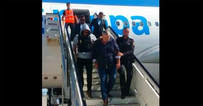 Deportan español
