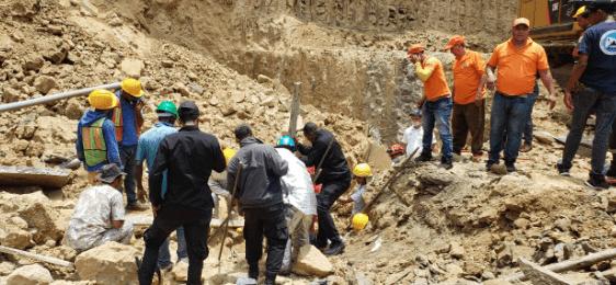 Varias personas atrapadas en derrumbe en Santiago