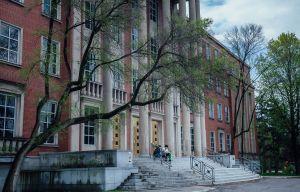 Loi 21: la Commission scolaire English-Montreal blanchie par sa commissaire à l'éthique