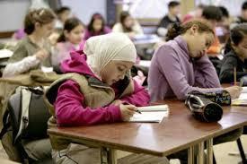France — 88 % des lycéens musulmans favorables au port du voile à l'école