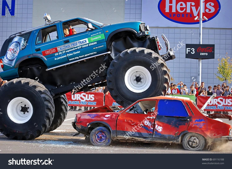 Monster Trucks Destroy Build Destroy