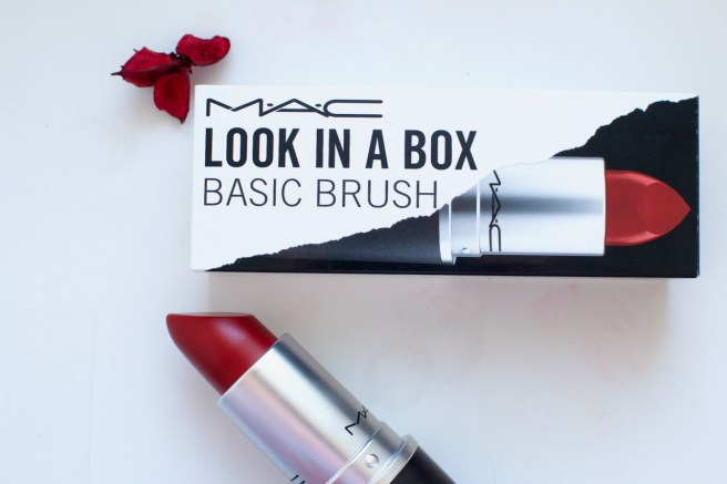 mac_look_in_a_box_giant_lipstick